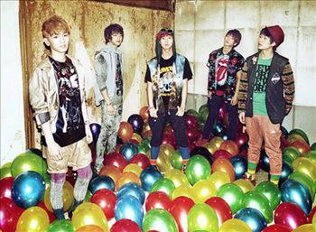 Shinee baloon.jpg